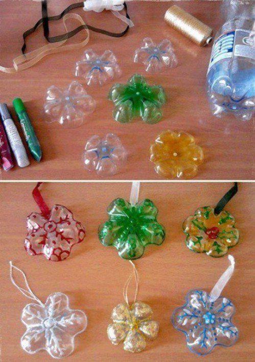 Addobbi di Natale con i fondi delle bottiglie di plastica