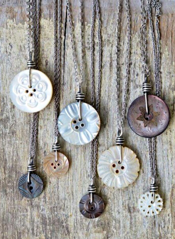 Riciclare i bottoni per farne gioielli