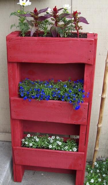 Contenitori riciclati per piante