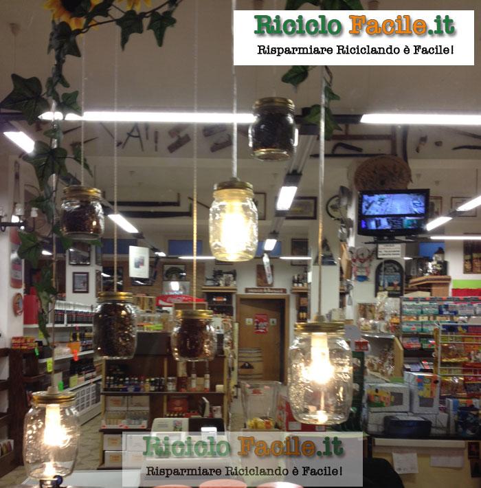 Lampadario fai da te con i barattoli di vetro   RicicloFacile it   Idee per riciclare in modo     -> Lampadario Ombrello Fai Da Te